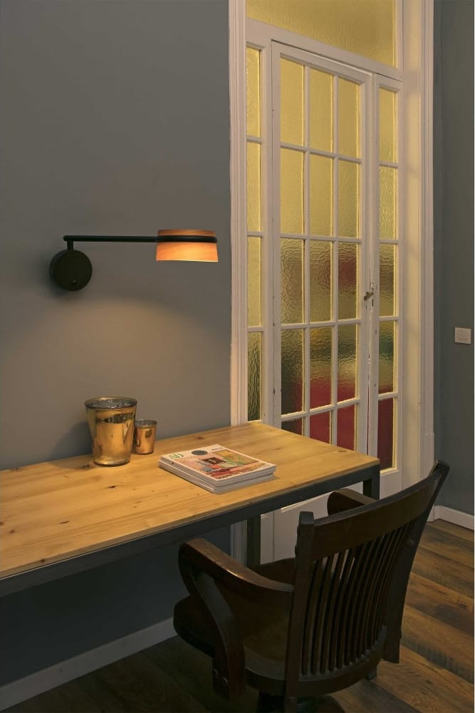 loop-dimmable-led-wall-light-black-with-extending-arm-with-wooden-shade-p20080-17591_image
